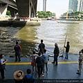 泰國曼谷沙吞路塔克辛大橋(Taksin Bridge)下的一個主要碼頭