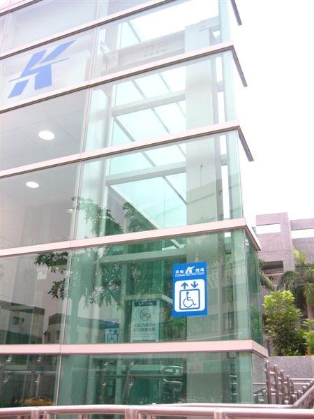 鳳山國中站無障礙電梯
