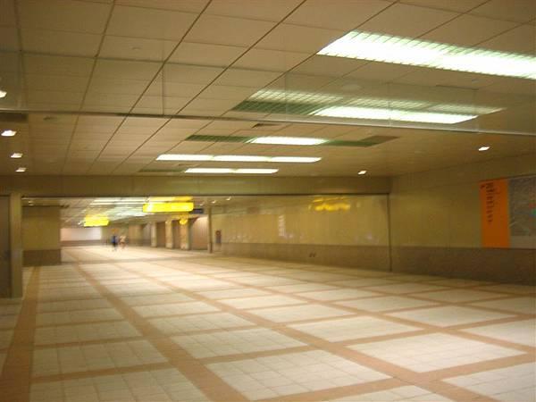 大東站B1 24hr人行道