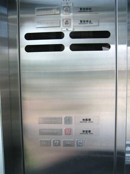 衛武營站無障礙電梯