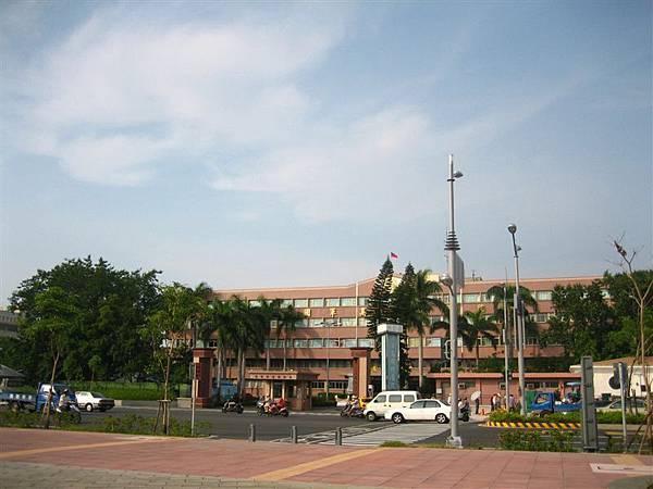 衛武營站出口的國軍醫院