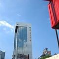 中正路上國泰大樓 主要照反射的雲