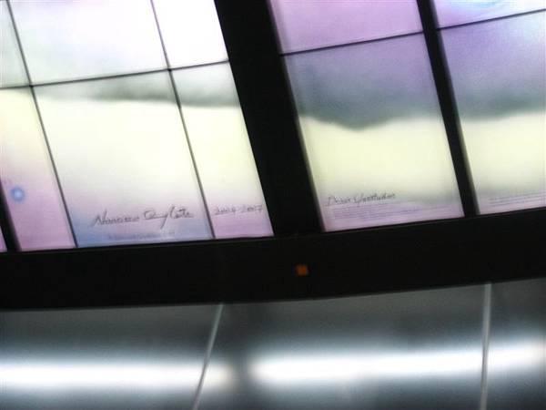 美麗島站--光之穹頂 簽名