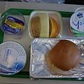 飛機餐...(每次都是吃一樣  口味大同小異....)
