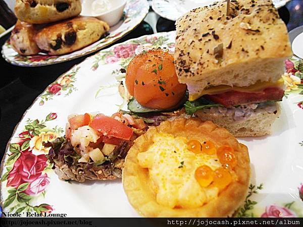三明治~鮭魚卵~跟燻鮭魚這兩個我超愛!!