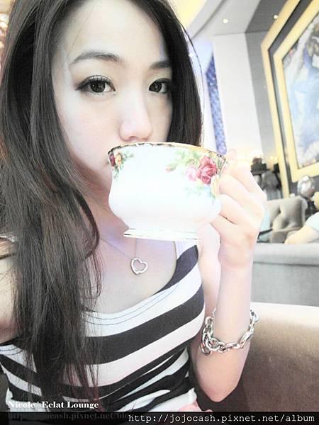 我點松露薄荷巧克力!!是熱茶唷!!
