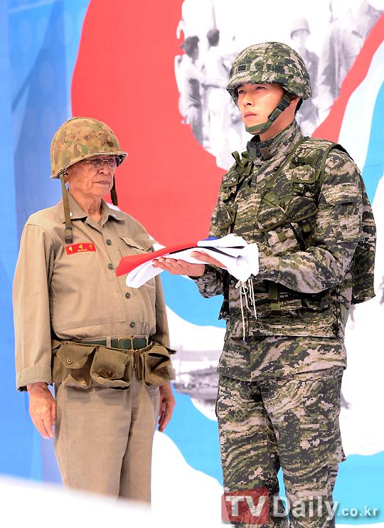 玄彬_120928奪占首爾作戰62周年紀念儀式_1