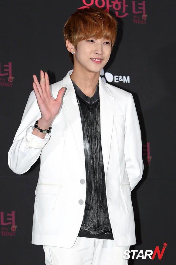 新劇《優雅的她》製作發佈會_B1A4真英