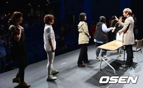 李準基與粉絲共同觀看《Two Weeks》劇終_8