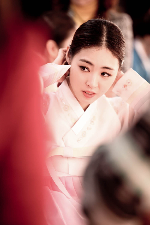 《Miss Korea》公開李妍熙韓服劇照 展典雅氣質_1