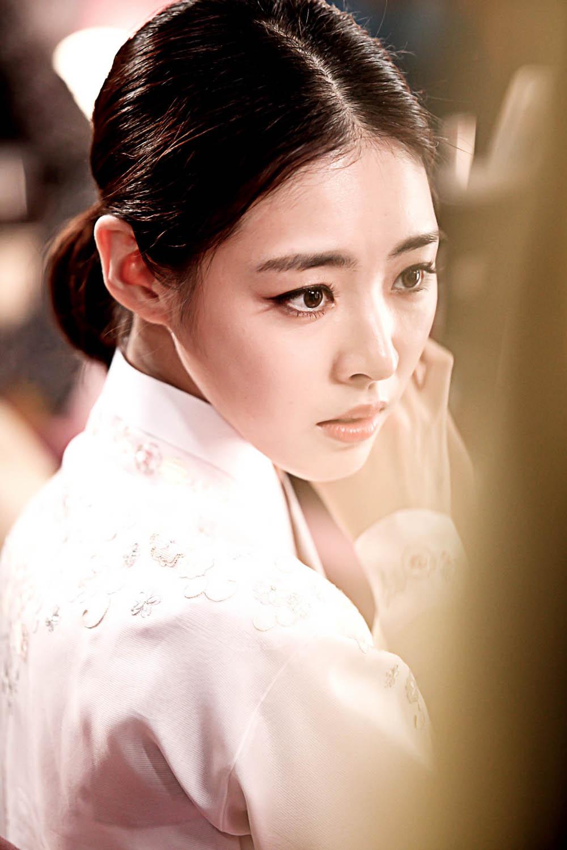 《Miss Korea》公開李妍熙韓服劇照 展典雅氣質_2