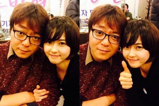 高雅拉與申源浩導演認証照公開「我們的導演最棒」