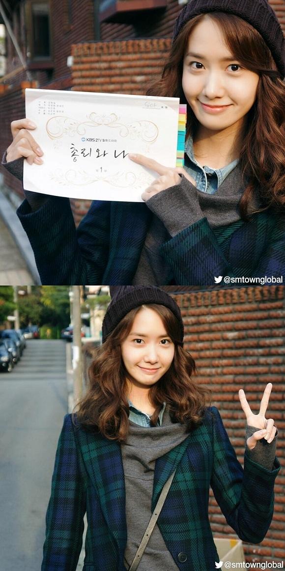 潤娥現場花絮照 手捧「總理和我」劇本面帶幸福笑容