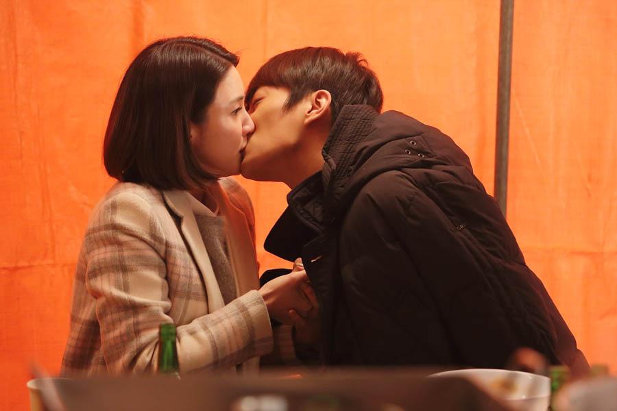 《一起吃飯吧》公開劇照 BEAST尹斗俊突吻李秀景 _2