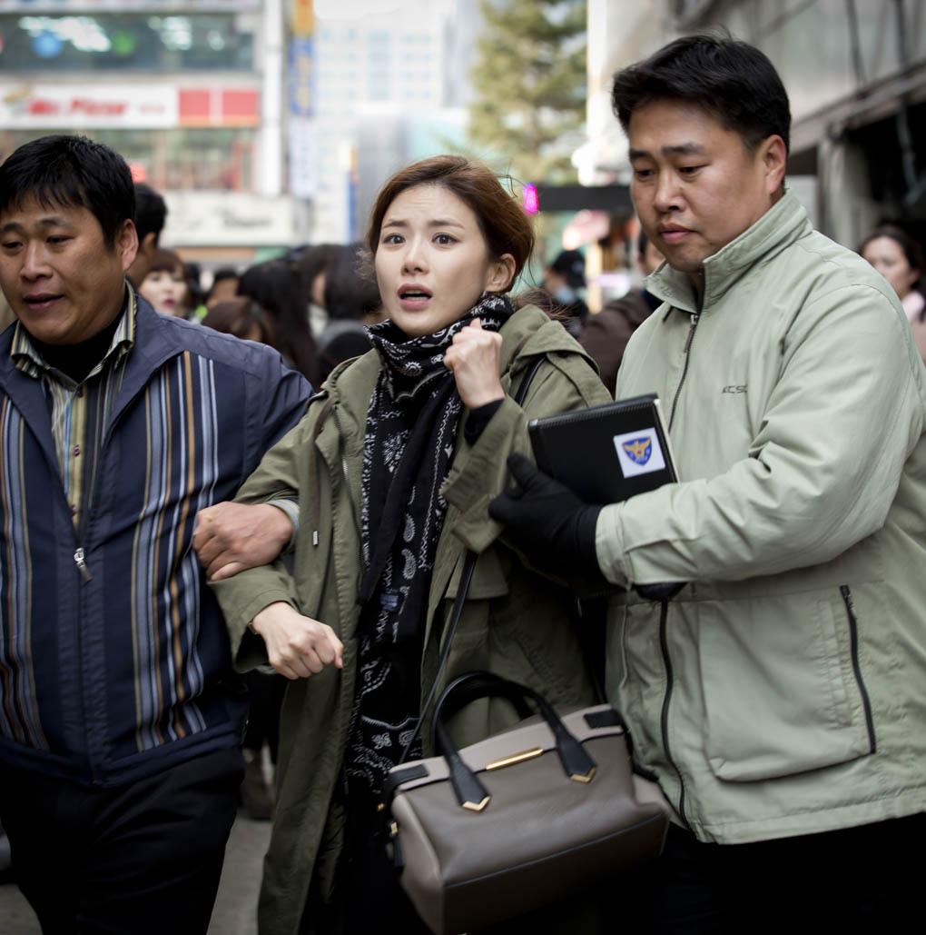 李寶英《神的禮物-14天》同款外套售價400萬韓幣 _2