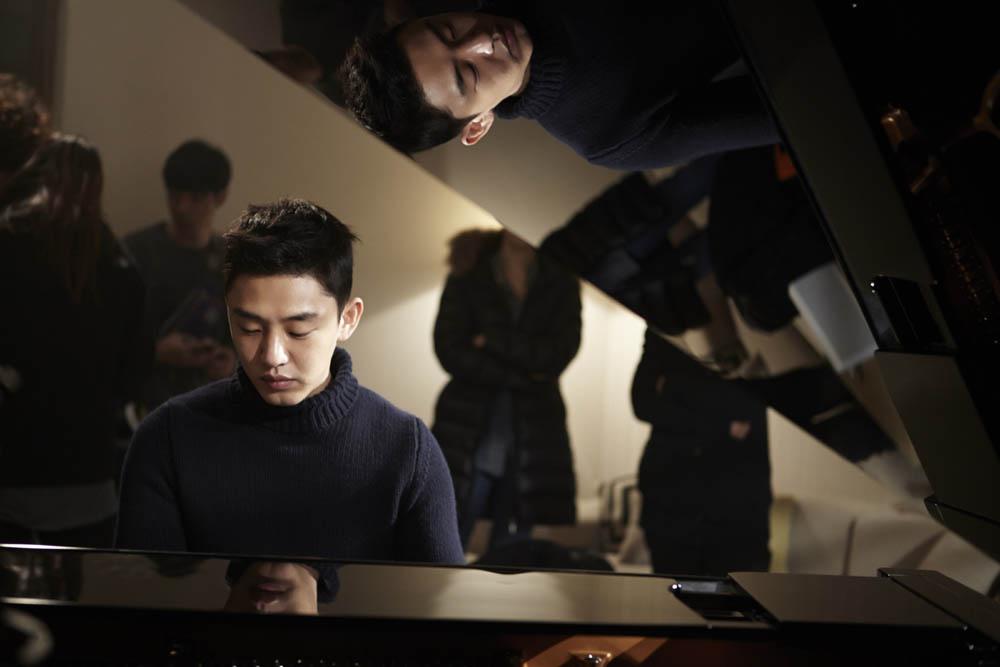 《密會》曝劇照 劉亞仁變身迷人鋼琴家 _1