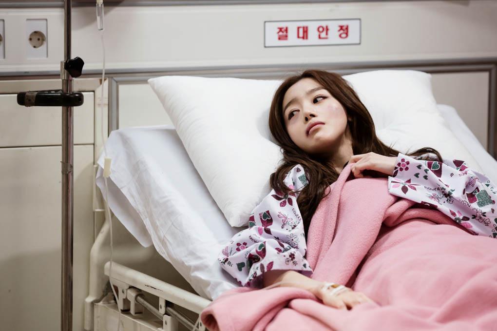 《神的禮物-14天》釋出劇照 韓善花臉部淤青受傷入院 _4