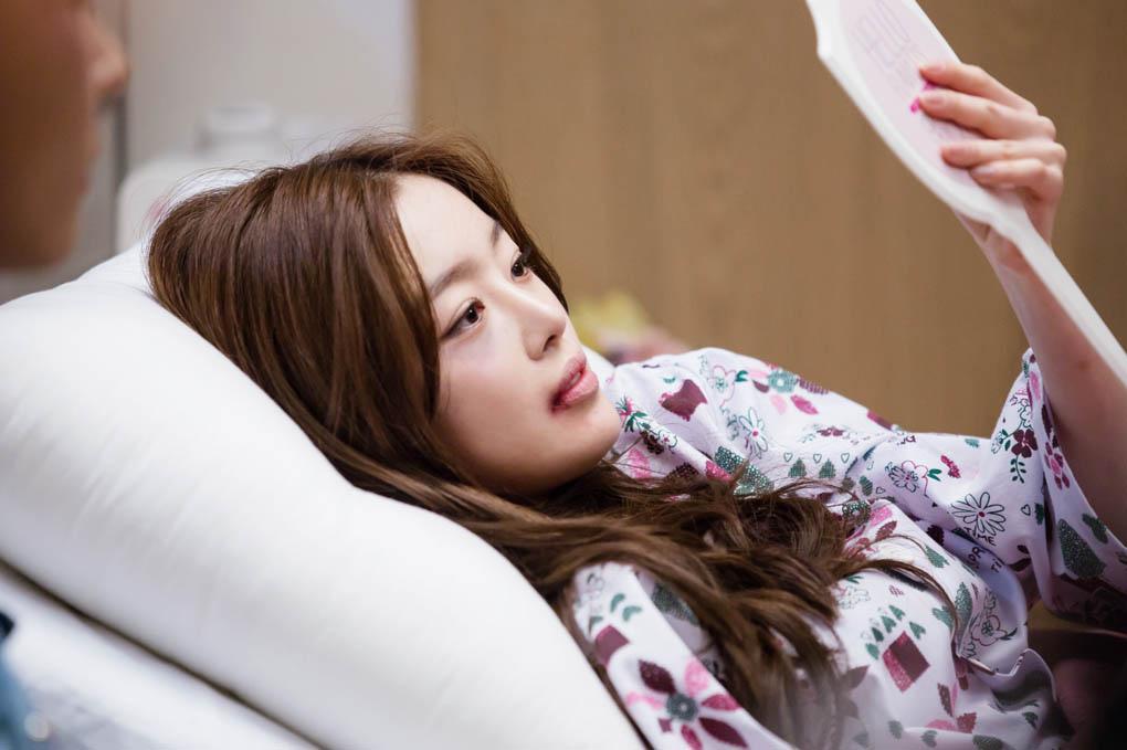 《神的禮物-14天》釋出劇照 韓善花臉部淤青受傷入院 _2