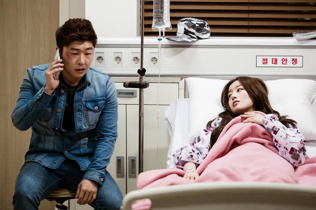 《神的禮物-14天》釋出劇照 韓善花臉部淤青受傷入院 _3