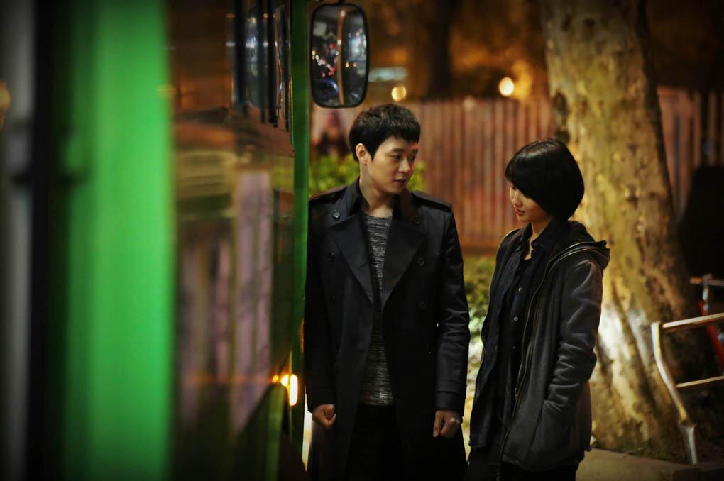 《Three Days》公開全新劇照 朴有天、朴河善深夜甜蜜約會 _1