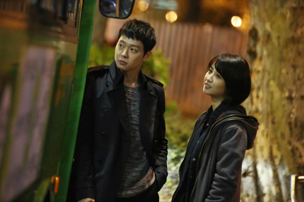 《Three Days》公開全新劇照 朴有天、朴河善深夜甜蜜約會 _2