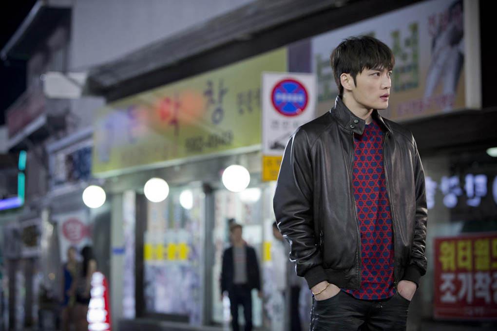 JYJ金在中新劇《Triangle》裡騎摩托 展現男人魅力_3