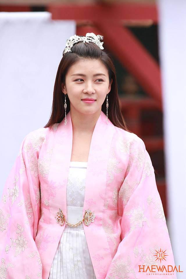《奇皇后》河智苑公開片場照 「可愛貴妃」 _5