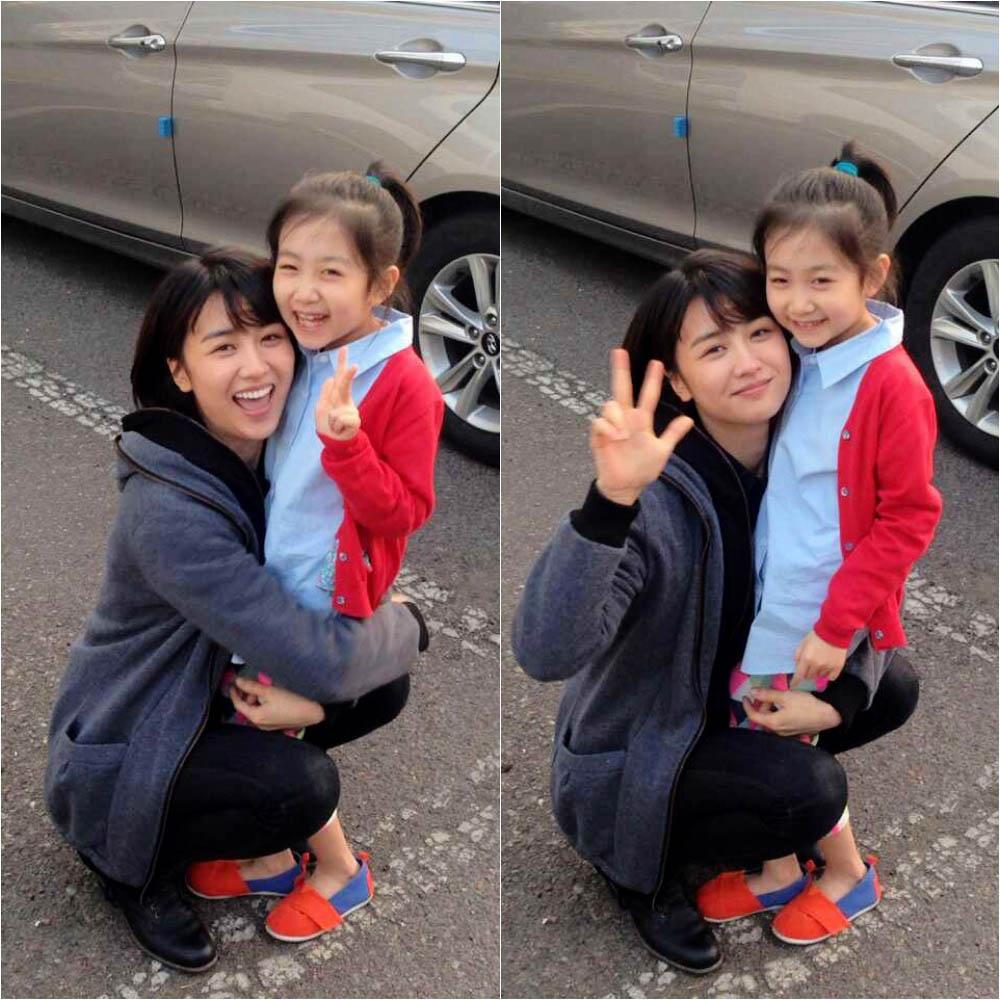 朴河善與兒童演員李彩美「母子情深」