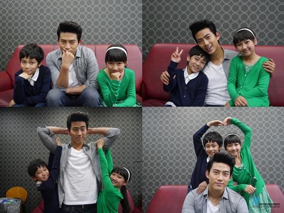「真是好時節」玉澤演,與洪和利-崔權洙拍下合照「真是好搭檔」