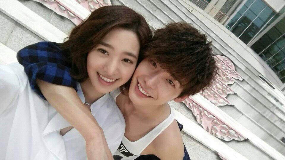 《Dr. 異鄉人》李鐘碩陳世妍情侶自拍笑容甜蜜 _2