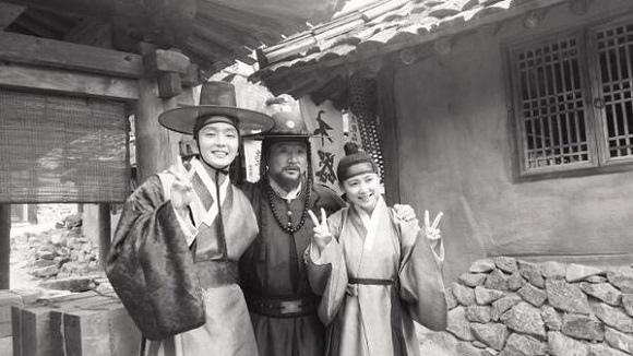 「朝鮮搶手」李准基,南相美-崔宰誠「狗與狼的時間家族」