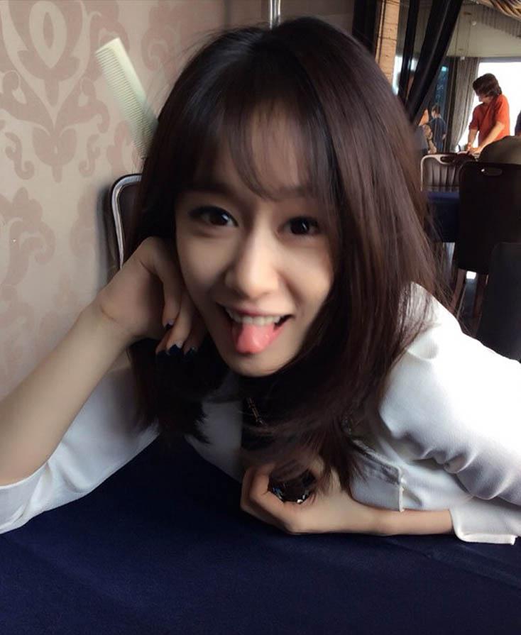 T-ara智妍公開《Triangle》片場照 頭插梳子秀可愛_1