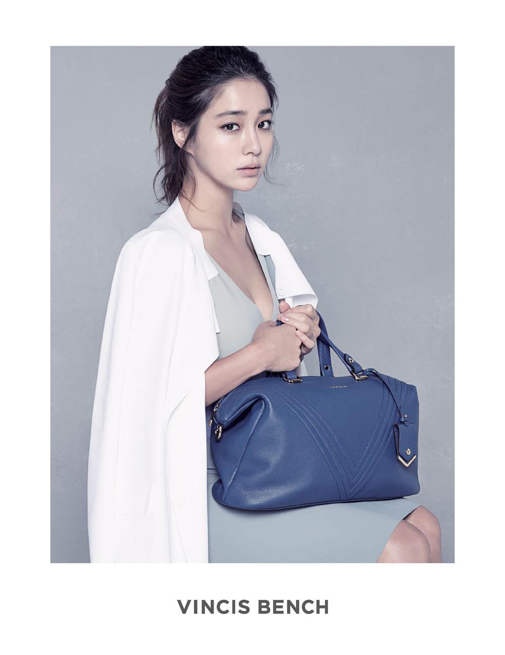 李敏貞攜親自設計的皮包出鏡_VINCIS BENCH_2014_3