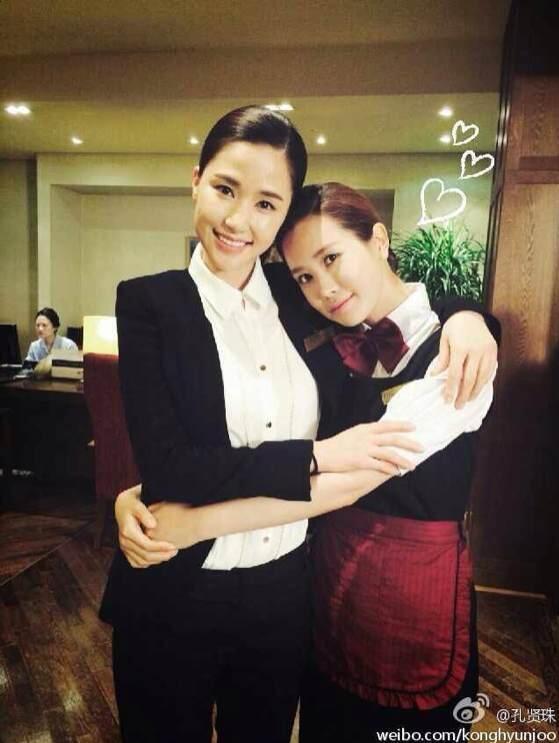 孔賢珠-李多海,「Hotel King」拍攝現場 親密合影..女神間的擁抱