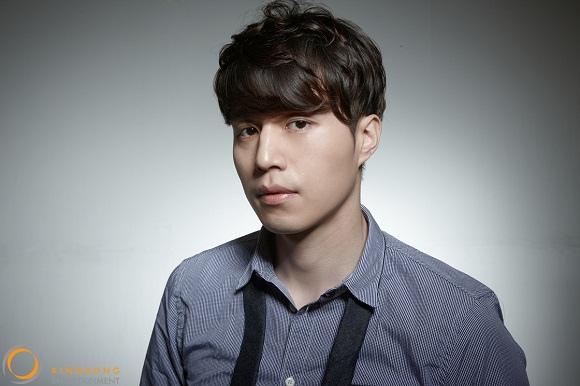 李棟旭,和現經紀公司kingkong娛樂續約 「講義氣」