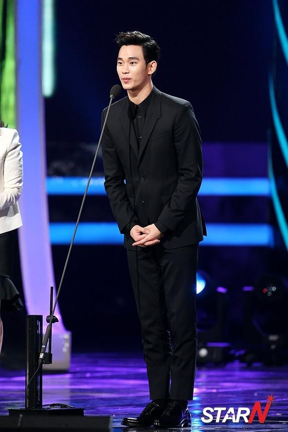 金秀賢 首爾連續劇頒獎典禮上成為三冠王