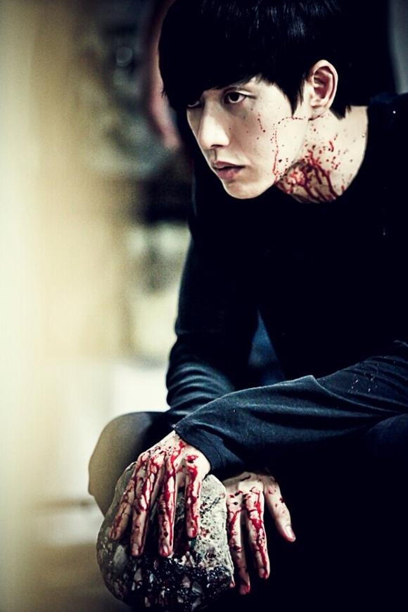 朴海鎮,「壞小子們」劇照公開..佈滿血跡的樣子 「好奇UP」