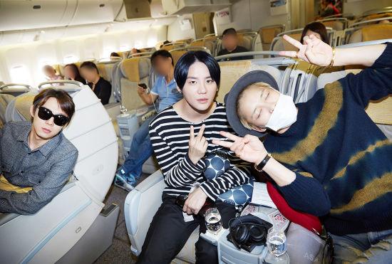 男團JYJ臺灣開唱在即 機艙認證照各具一色