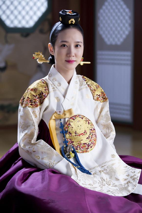 「秘密之門」朴恩玭,展現非一般的韓服姿態「史劇女王」