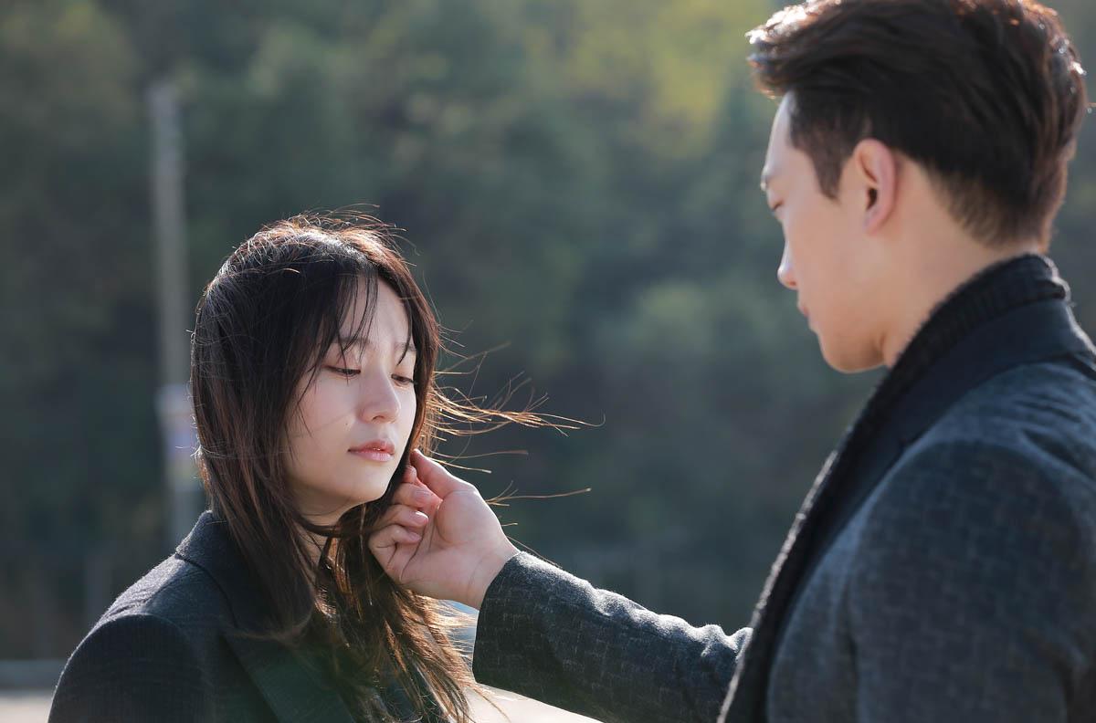 《對我而言可愛的她》曝劇照 Rain深情擁抱Krystal _2
