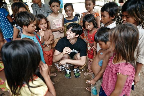 孔劉,為柬埔寨保護兒童權益挺身而出..溫暖的「善舉」