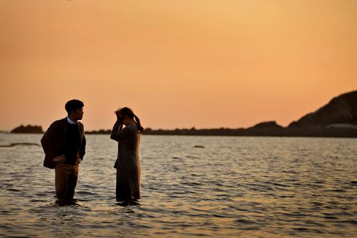 《湔雪的魔女》韓智慧在日落的海邊拍首場戲 _2