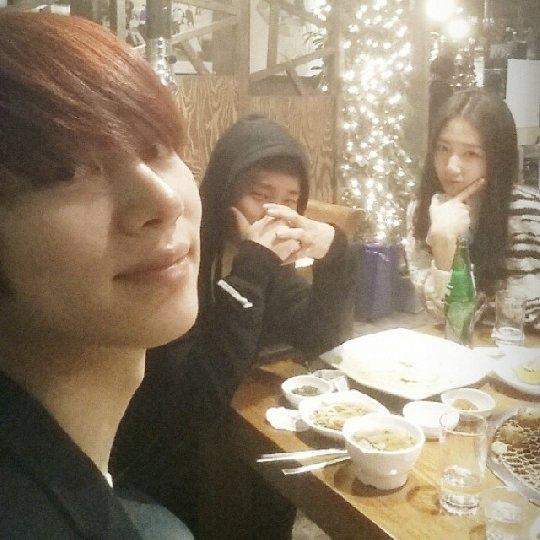 朴信惠父母開店 Super Junior金希澈等明星捧場