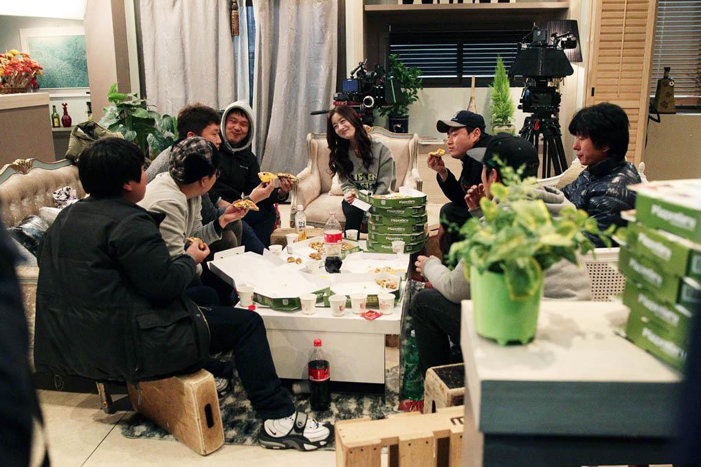 韓善花款待《玫瑰色的戀人們》劇組吃Pizza _2