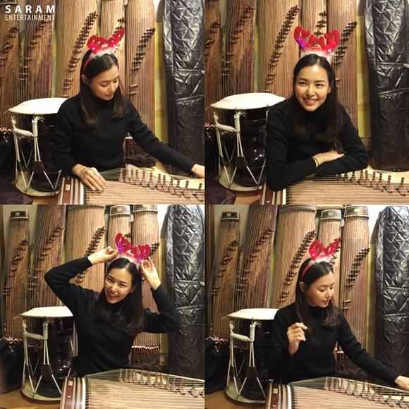 李荷妮,頭戴魯道夫發箍 身陷伽倻琴練習三昧境 「可愛」
