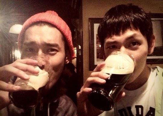 Super Junior崔始源曬與林時完合影 一起飲酒取樂