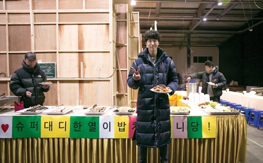 「Super Daddy 烈」李東健 為拍攝現場特意準備飯車犒勞
