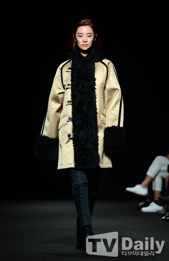 模特兒Stephanie Lee_2015秋冬首爾時裝周的SONGZIO時裝展