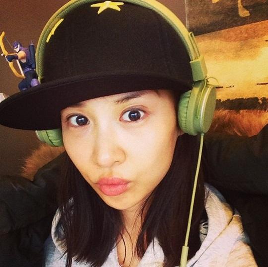 趙如晶日常照片公開 頭戴耳麥童顏美貌吸引人