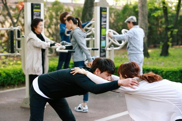 《不善女》蔡時娜朴赫權公園晨練顯恩愛_1